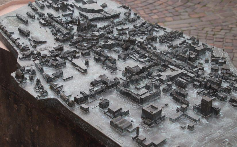 Tastmodell aus Bronze von der Innenstadt St. Ingbert. Foto: Marco Krings